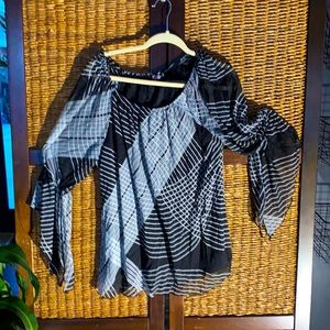 Roz&ali black top with scoop neck flair arms XL